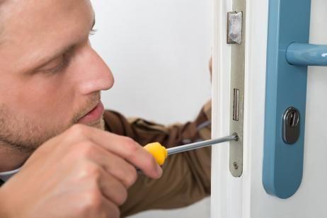 cerrajeros valencia le ayuda a con la sustitución de su cerradura